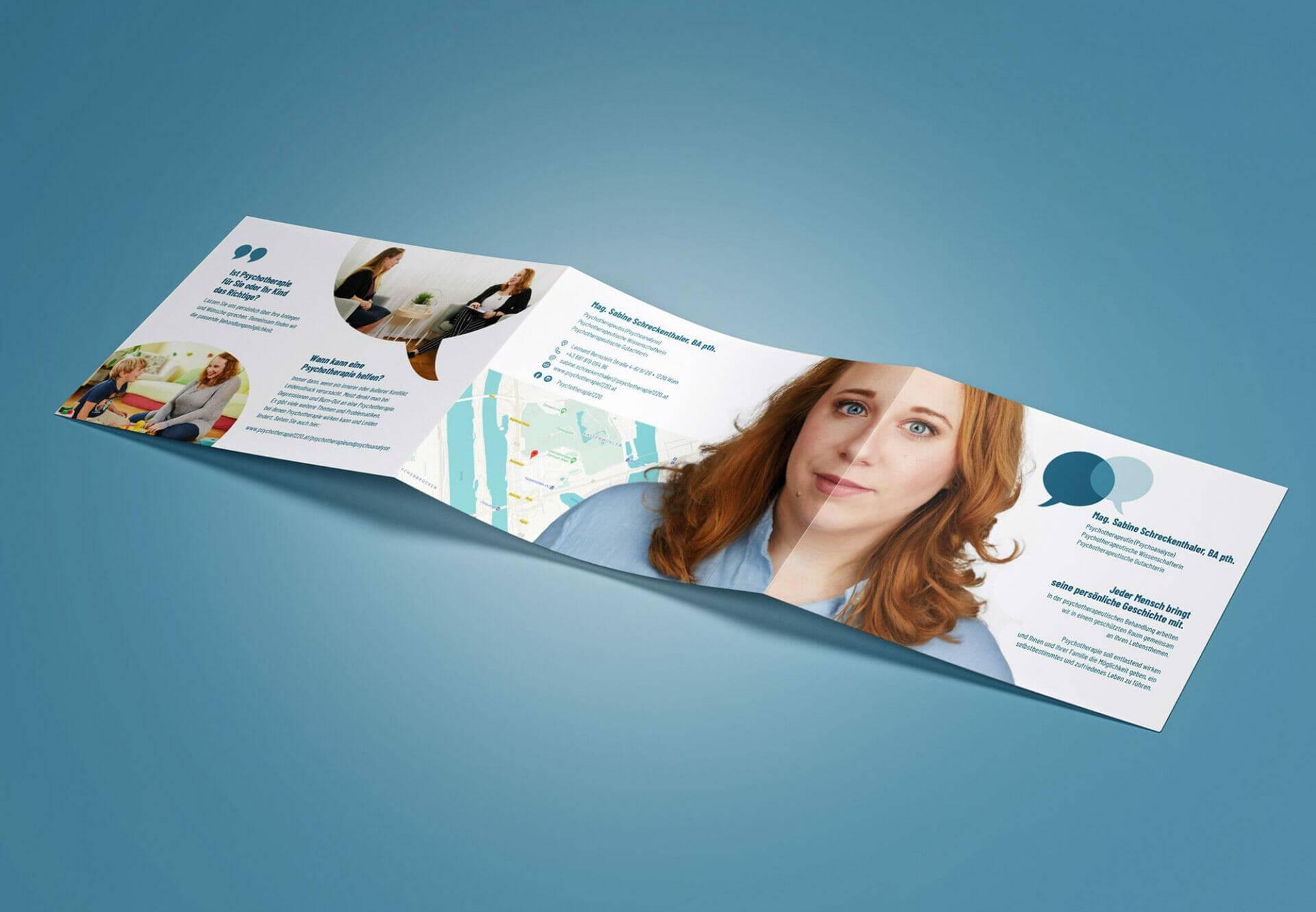 entfalteter 6-seitiger Kundenfolder der Psychotherapiepraxis Sabine Sammer-Schreckenthaler